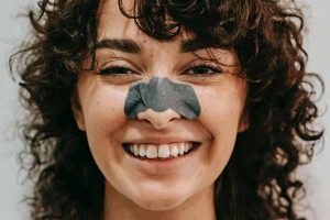 How to clean and unclog enlarged nose pores