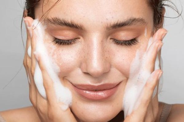 Taking it Off: Which Makeup Remover is Right for You?
